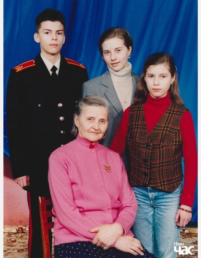 Віктар Мароз разам з сям'ёй падчас вучобы ў Сувораўскай вучэльні