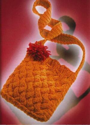 На спицах тоже можно связать сумку, но структура петель крючком, гораздо скульптурнее и вязаное полотно становится...