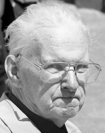 Адзін з апошніх фотаздымкаў Васіля Быкава. 29 мая 2003 г. Фота С. Шапрана