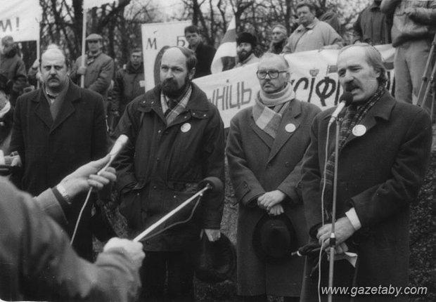 На мітынгу ў скверы Янкі Купалы 21 сакавіка 1993 года