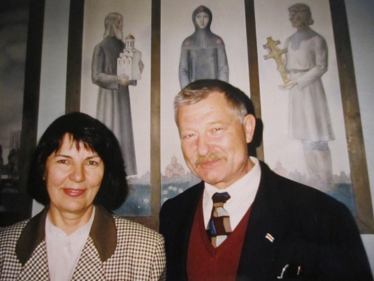 З Юрыем Хадыкам на выставе твораў Яўгена Куліка (Мінск, 1990-я гг.)